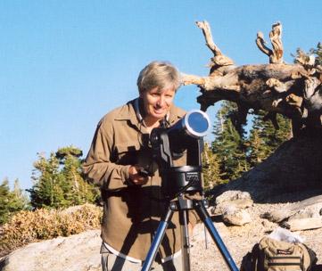 Уолтер Круттенден у своего телескопа.