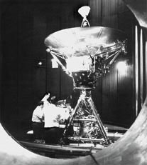 """Инженеры готовят """"Пионер-10"""" к запуску"""