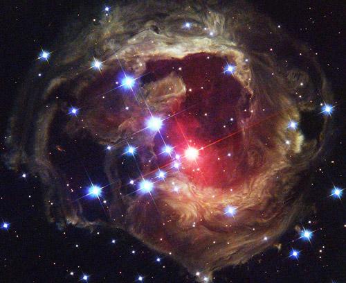 """""""Световое эхо"""" от взрыва звезды V838 Mon, фото с сайта Hubble"""
