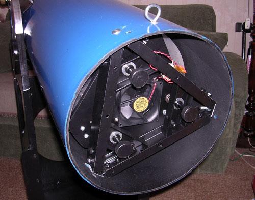 Оправа главного зеркала уже установленная в трубу телескопа.
