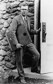 Клайд Томбо в обсерватории Лоуэлла (1931г.)