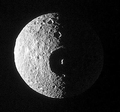 Гигантский ударный кратер на Мимасе