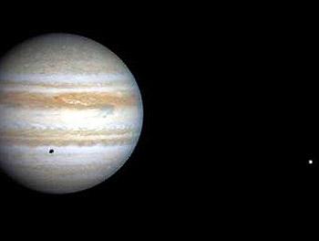 Юпитер и Европа, фото NASA