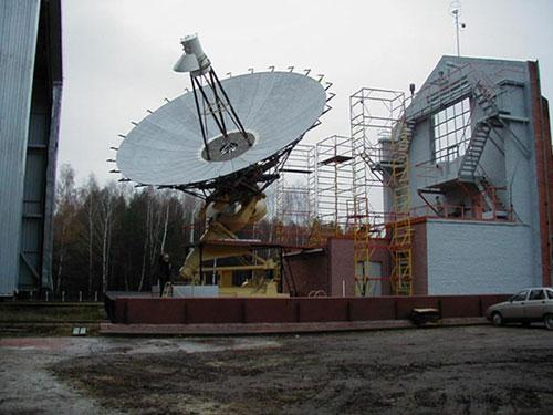 Корпус для тестирования радиотелескопа в Пущино. Декабрь 2003.