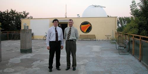 Внешний вид обсерватории Полярис. Автор со своим гидом Аттилой