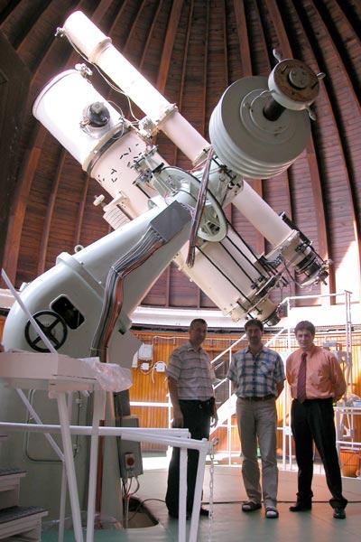 60-см f/6 телескоп Ньютона, произведенный фирмой Цейсс-Хейде в 1928 г. В центре стоит зам. директора обсерватории д-р Петер Абрахам