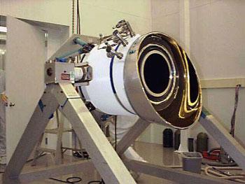Телескоп WIRE во время сборки