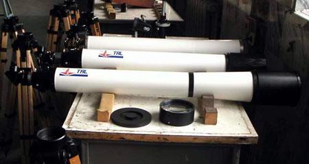 Собранные трубы: на переднем плане ТАЛ-125, за ней – ТАЛ-100, и третья голая труба ТАЛ-125, объектив от нее на переднем плане.