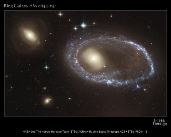 Кольцеобразная галактика AM 0644-741: вид в телескоп Хаббла