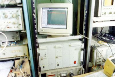 Рис. 2. 2-х канальный прибор для широкополосных радиометрических измерений. На экране дисплея отражается уровень принимаемых сигналов по одному из каналов.