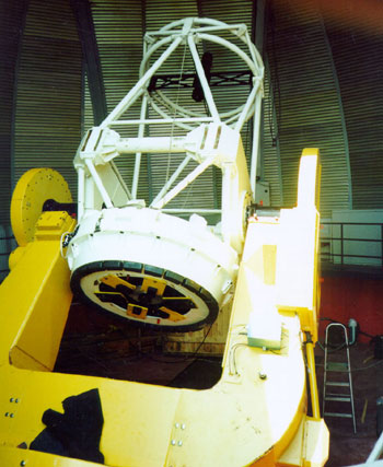 Телескоп АЗТ-33ИК в процессе монтажа в Саянской обсерватории ИСЗФ РАН.
