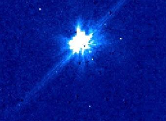 Выполненный с помощью телескопа Хаббл снимок, который ученые считают первой фотографией экзопланеты