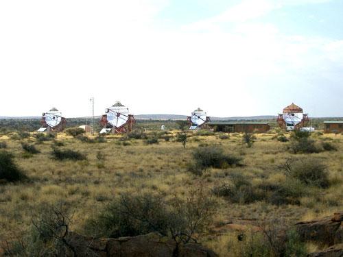 Комплекс HESS из четырех 12-метровых телескопов.